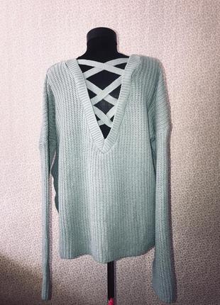 Модный свитер оверсайз с красивой спинкой