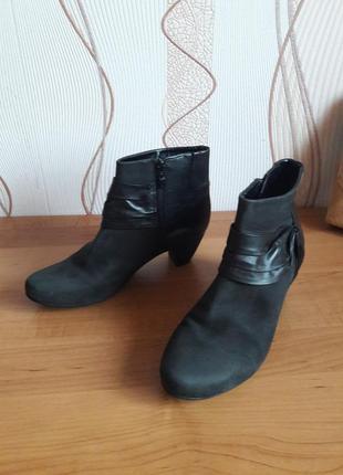 Удобные кожаные ботинки немецкого бренда caprice