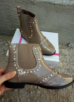 Распродажа. красивые ботинки, челси со стразами