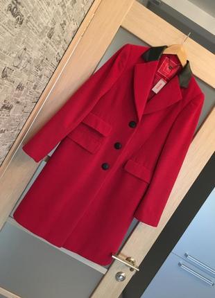 Новое стильное красное пальто с черными вставками {бесплатная доставка}