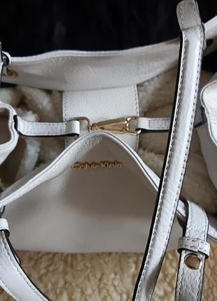 Женская сумка белая кожа calvin klein   оригинал5 фото