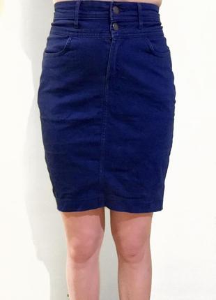 Юбка джинсовая карандаш синего цвета тёмный деним до колен
