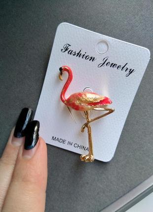 Стильная шикарная брошь бошка фламинго с камнями стразами
