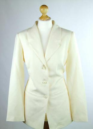 Пиджак приталенный кремового цвета от damart