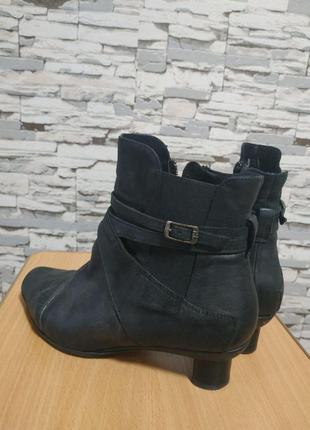 Кожаные ботиночки think! в бохо-стиле.
