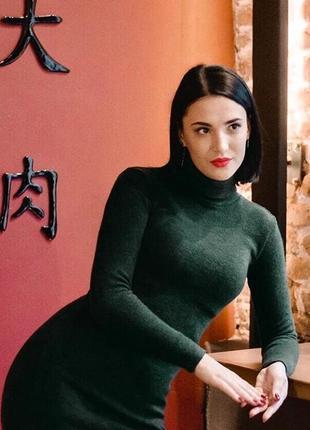 Платье миди зелёного изумрудного цвета теплое гольф