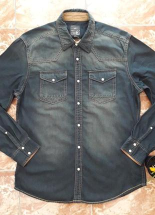 Приталенные джинсовые рубашки на кнопках we, s и l.