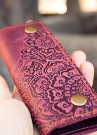 Ключница кожаная женская марсала бордо с орнаментом тиснение цветочный сад
