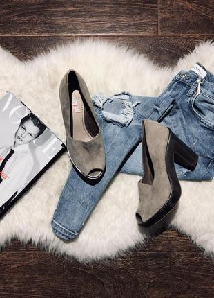 Шикарные кожаные туфли на широком устойчивом каблуке