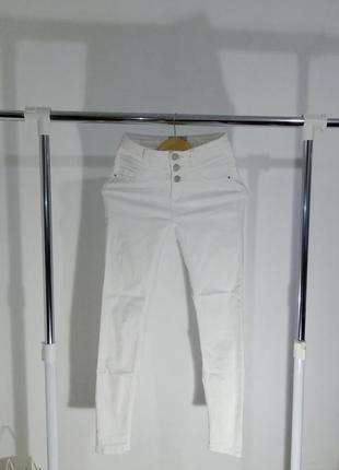Белые джинсы  с высокой посадкой new look
