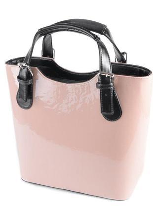 Розовая лаковая сумка корзинка с черными вставками