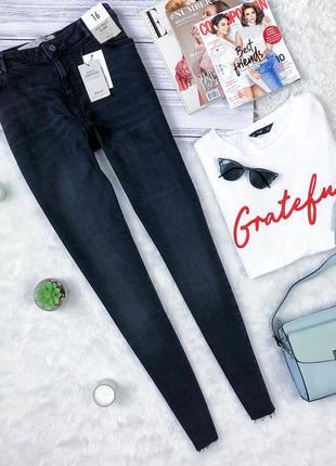 Новые стильные джинсы скини с необробленным низом