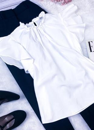 Стильная блуза с рюшами