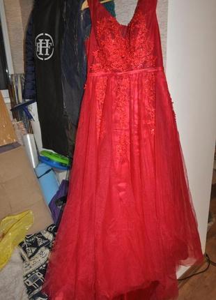 Шикарное вечернее платье в пол шлейф