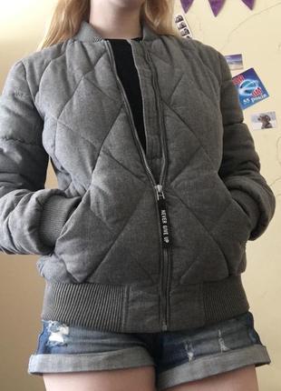 Куртка бомбер ostin