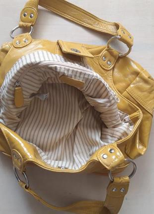 Яркая желтая сумка