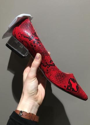 Туфли лодочки на каблуке под рептилию reserved