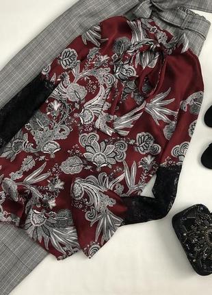 Роскошная блуза с воланами на рукавах и кружевом