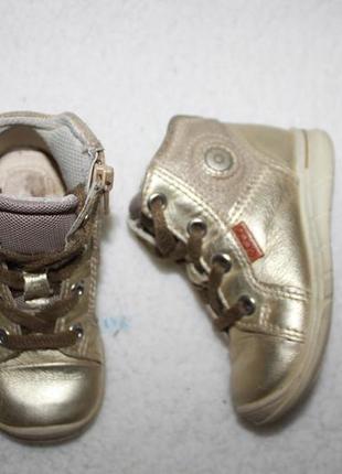 Демисезонные ботинки фирмы ecco 21 размера по стельке 13,5-14 см.