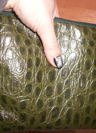 Большая косметичка из натуральной кожи с тиснением под крокодила.