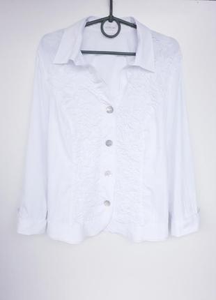 Снежно белая блузочка на пуговичках