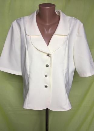 Нарядный кремовый пиджак с лацканами3 фото