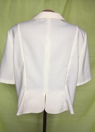 Нарядный кремовый пиджак с лацканами2 фото