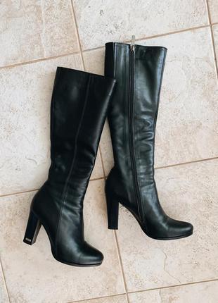 Весенние кожаные сапоги на каблуке 10см, ниже колена
