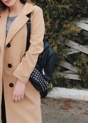 Бежевое стильное пальто
