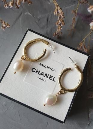 Трендовые серьги с жемчугом золотого цвета винтажный стиль 2019