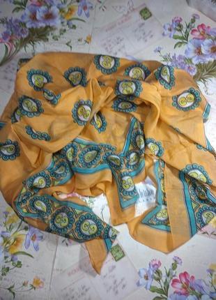 Симпатичний платок розмір 100*100