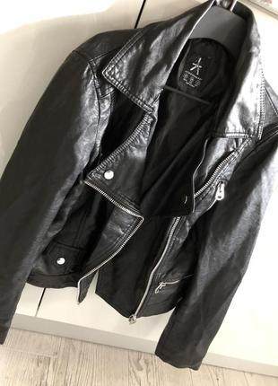 Классная базовая стильная кожанка куртка косуха