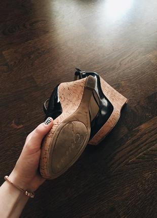 Лаковые туфли guess на платформе3 фото