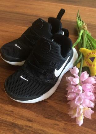 Модные спортивные кроссовки,кеды,мокасины nike 26 размер.