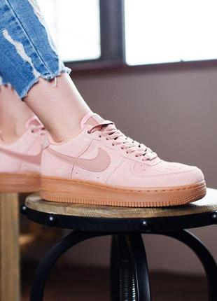 Крутые кроссовки nike из замши в розовом цвете