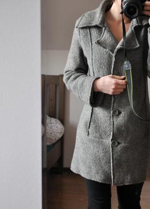 Женское  шерстяное пальто /жіноче валяне шерстяне пально попелясто-сірого кольору