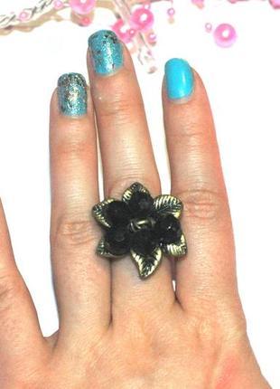 Кольцо-цветок под состаренное золото avon