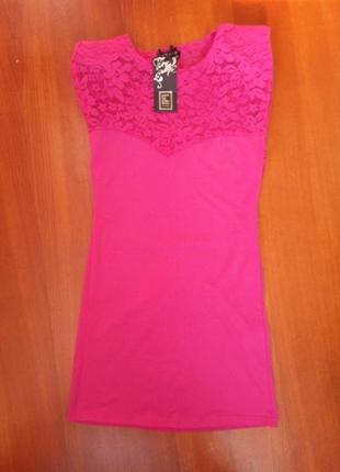 Розовое трикотажное платье с кружевом club l