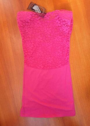 Розовое трикотажное платье с кружевом club l2