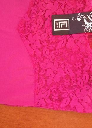 Розовое трикотажное платье с кружевом club l3