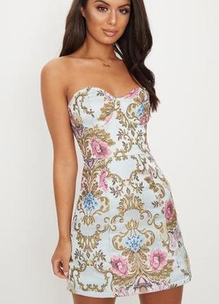 Новое из биркой!красивое платье с вышитым принтом