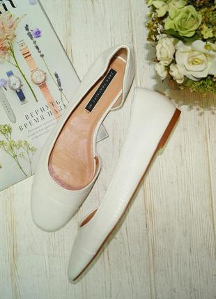 Zara. красивые открытые туфли на низком ходу