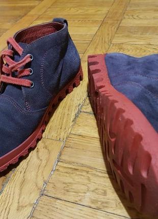 Стильные женские демисезонные ботинки think