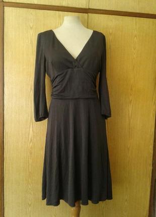 Серое трикотажное платье отрезное под грудью, xl.