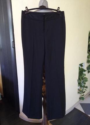 Струящиеся брюки с лампасами,состояние новых,возможно на высокий рост2
