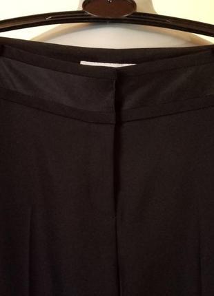 Струящиеся брюки с лампасами,состояние новых,возможно на высокий рост4