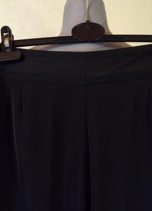 Струящиеся брюки с лампасами,состояние новых,возможно на высокий рост5