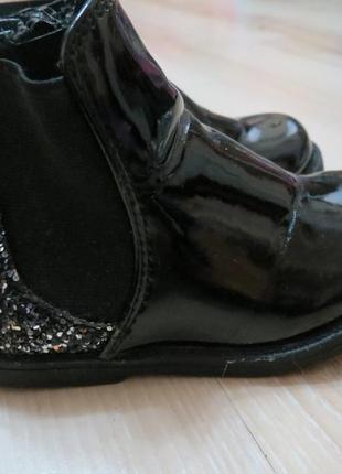 Лакированые ботиночки на девочку челси bluezoo 6-ка. 23р.
