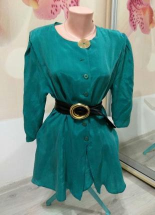 Фирменная женская блуза с ассиметричным краем.