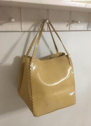 Лаковая бежевая сумка мешок ⚜️⚜️⚜️